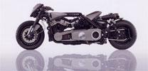 Motorrad mit zwei Motoren in Handarbeit gefertigt
