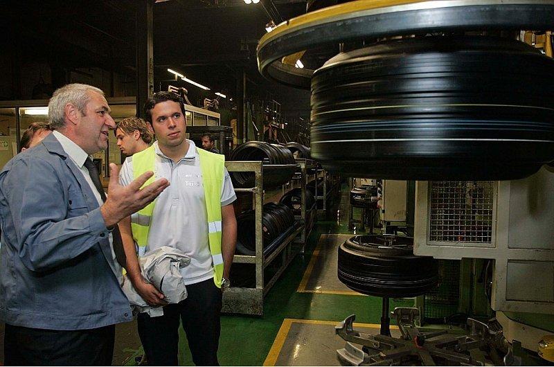 Hanauer in Hanau: La Rosa besucht Dunlop-Werk