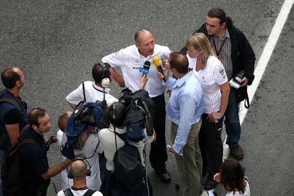 +++News+++ Dennis vs. spanische Medien: Ihr wollt immer nur eine Seite sehen