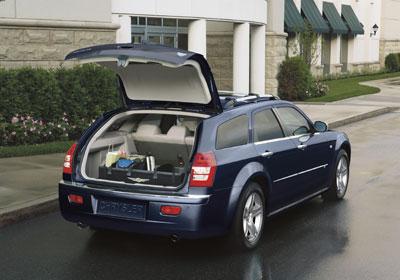 Chrysler wertet Chrysler 300C auf