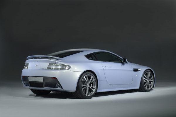 Aston Martin enthüllt Zwölfzylinder-Konzeptfahrzeug