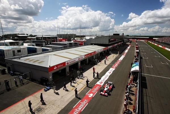 Neue Boxenmauer in Silverstone: Nach den Sicherheitsregeln der FIA