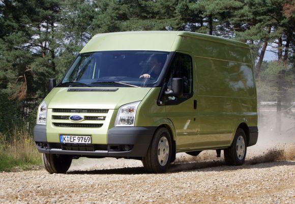 Ford Transit mit aufgewerteter Serienausstattung