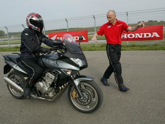 Honda hilft ohne Führerschein aufs Motorrad