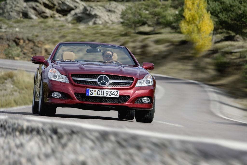 Mercedes SL mit aggressivem Blick