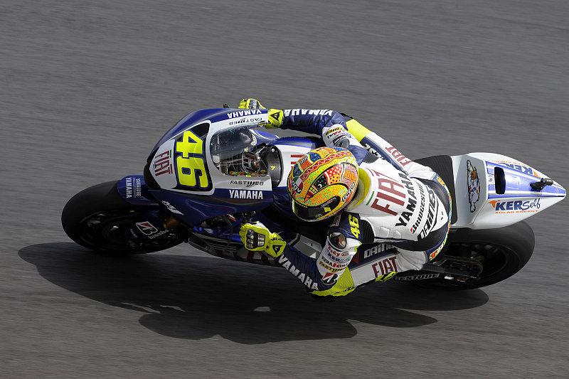 Sepang, Tag 1: Rossi vor vier anderen