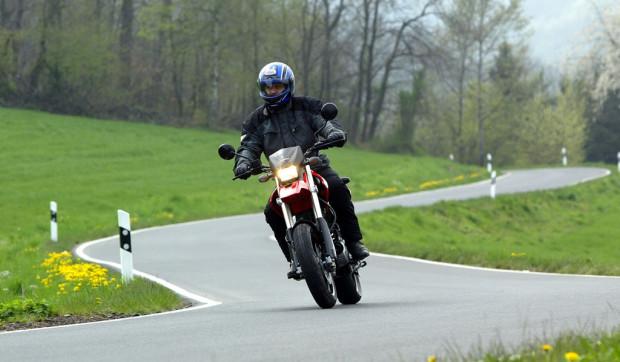 Service: Sicher auf zwei Rädern in die Motorradsaison