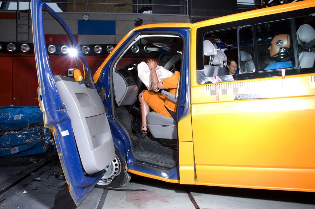 Volkswagen T5 beim ADAC-Crashtest