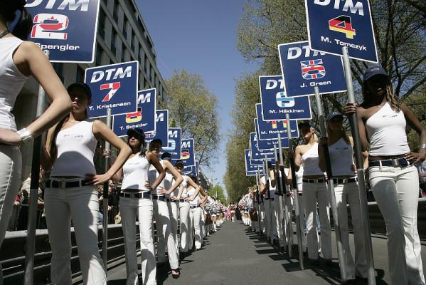 Die DTM kann kommen: 100.000 Bratwürste auf der Kö