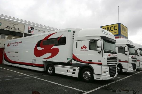 Ein Super Aguri Truck in Barcelona: Es wird sehr, sehr eng