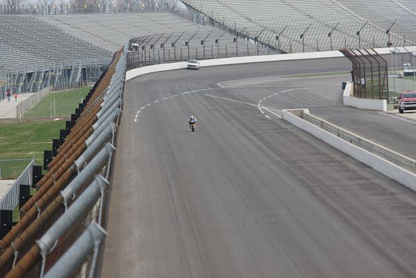 Hayden beim Indy 500: Ovalrunden auf der RC212V