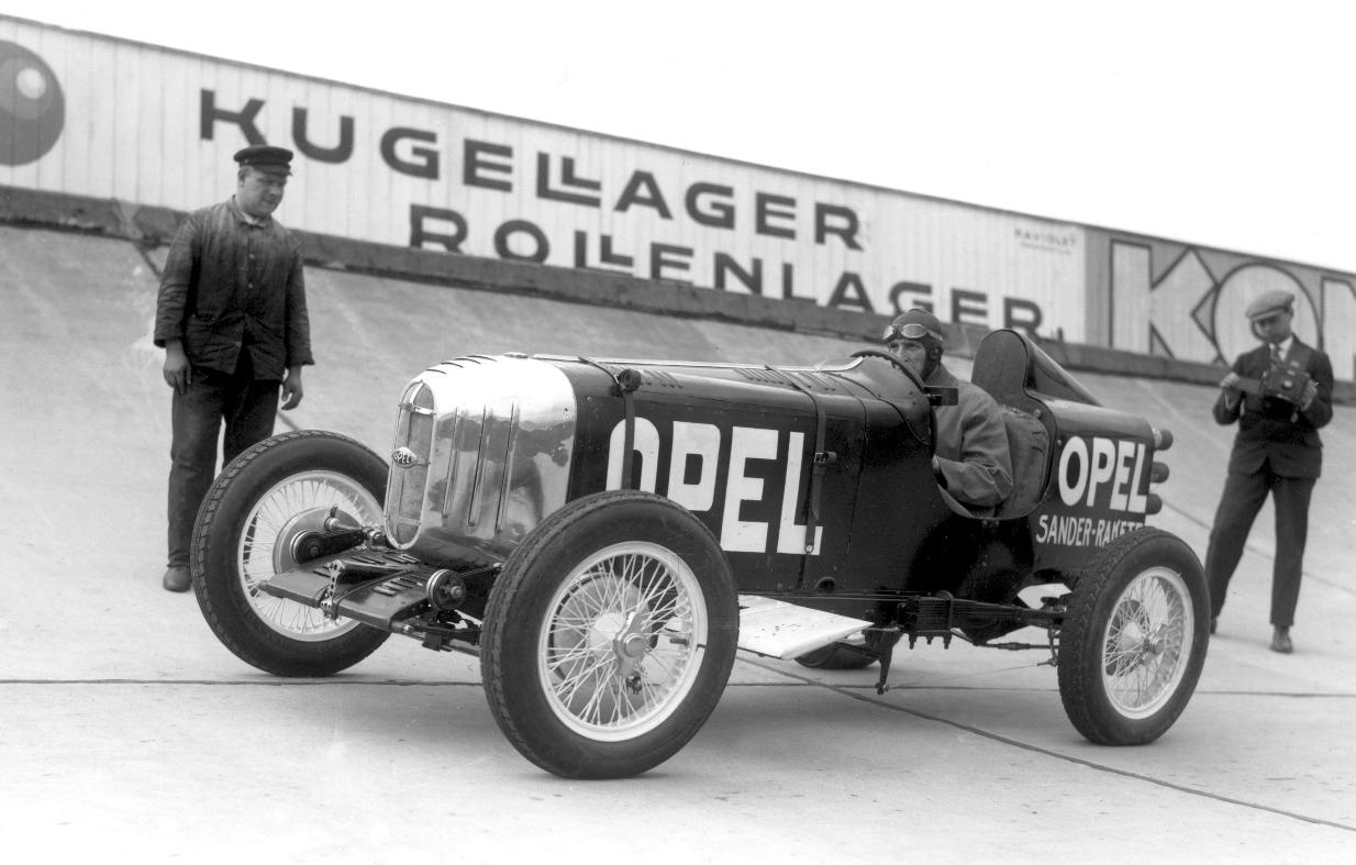 Heute vor 80 Jahren startete ein Opel mit Raketenantrieb