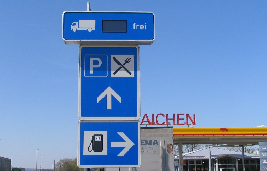 Lkw-Parkplatz-Leitsystem auf A8 in Betrieb genommen