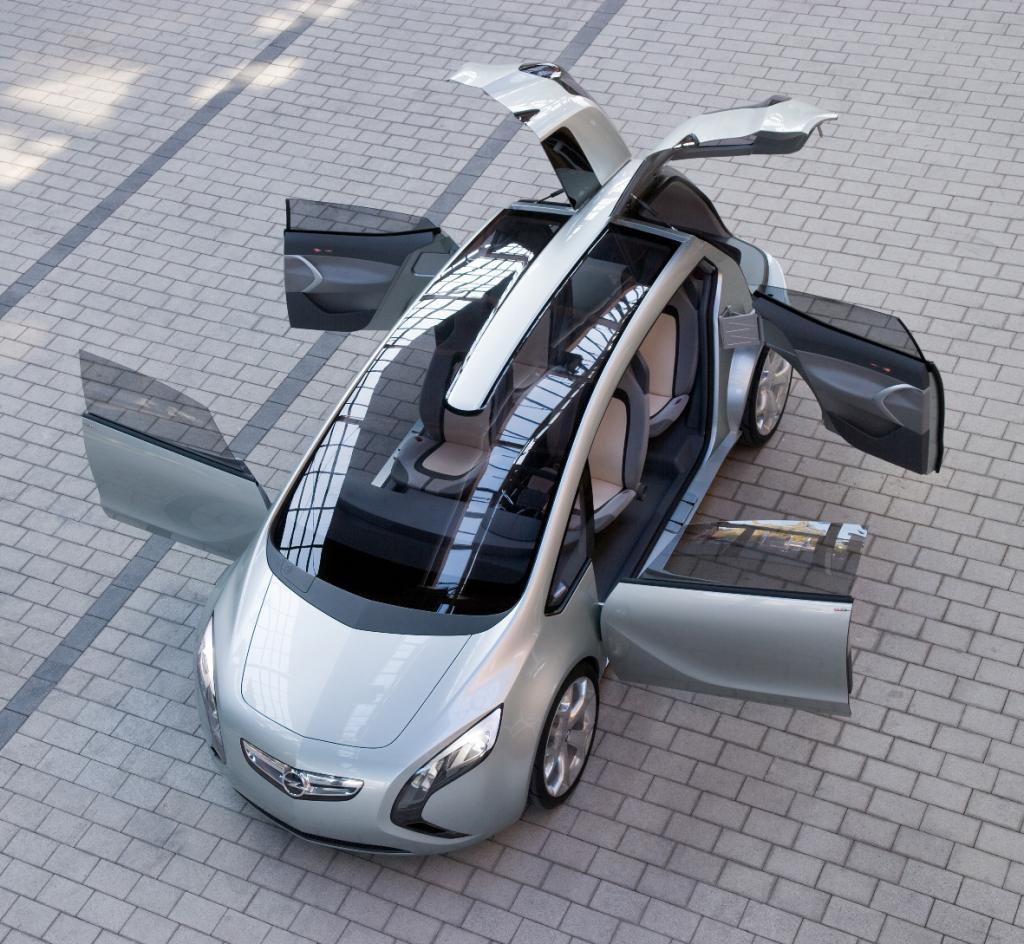Opel zeigt in Peking erstmals seinen Astra mit Stufenheck