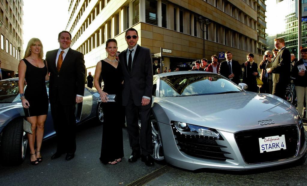 Robert Downey Jr. fährt im Audi R8 vor
