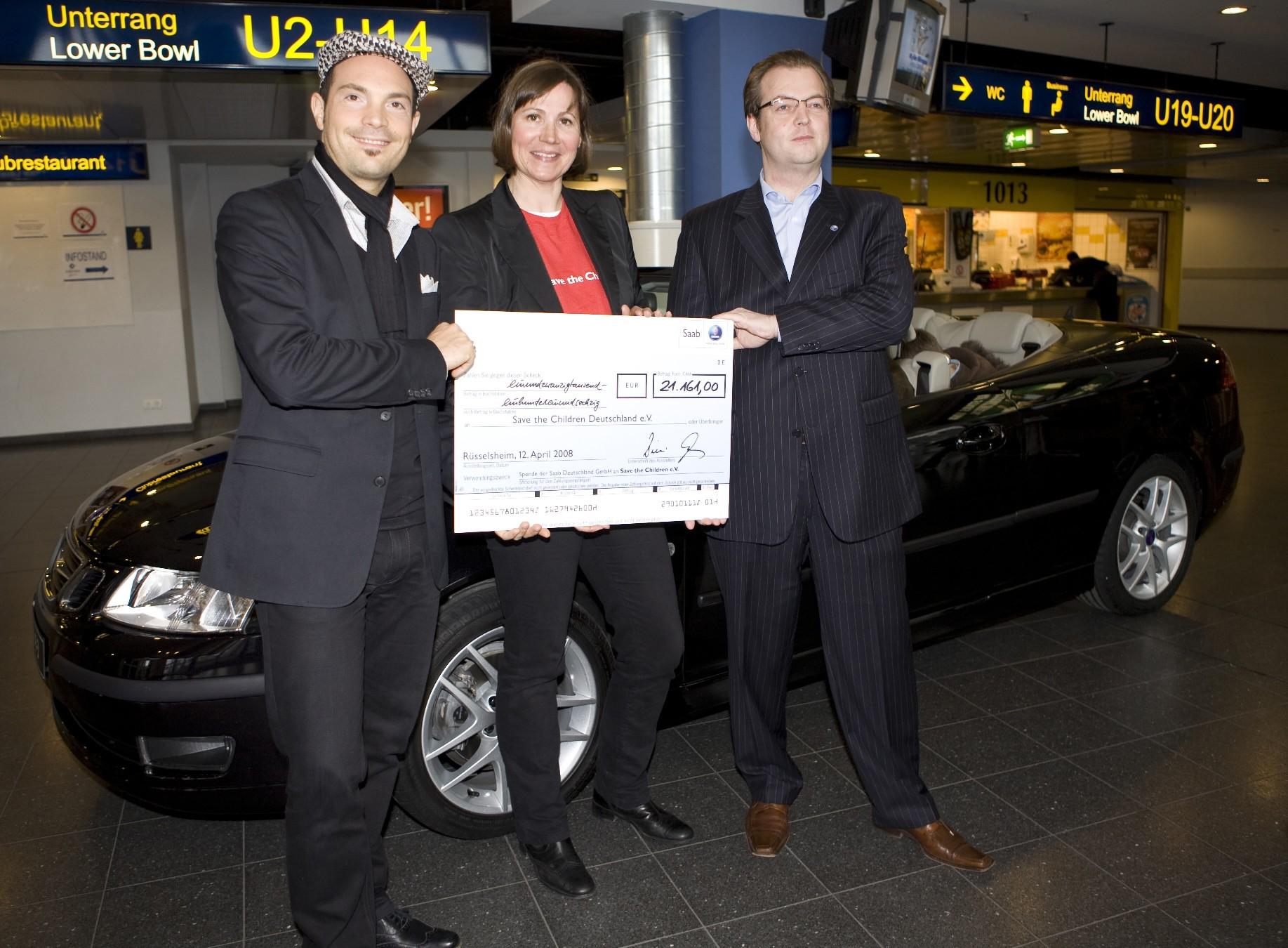 Saab 9.3 Cabrio von Roger Cicero brachte 21 161 Euro für bedürftige Kinder
