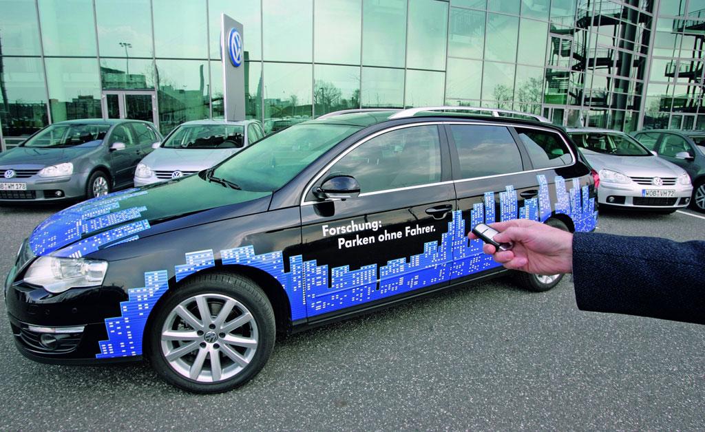 Volkswagen präsentiert vollautomatischen Parkassistenten