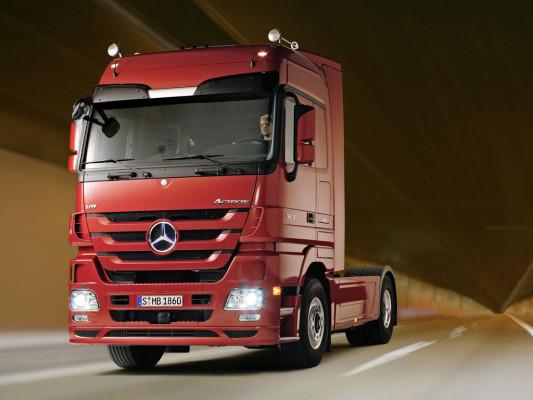 Daimler liefert 500 Nutzfahrzeuge mit alternativen Antrieben an UPS