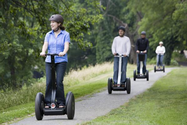 Elektro-Stehroller sollten auf Gehwegen maximal Schrittgeschwindigkeit fahren