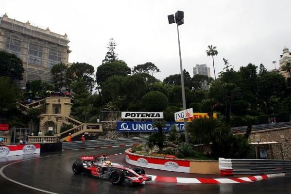 Monaco GP: Hamilton siegt im Chaos
