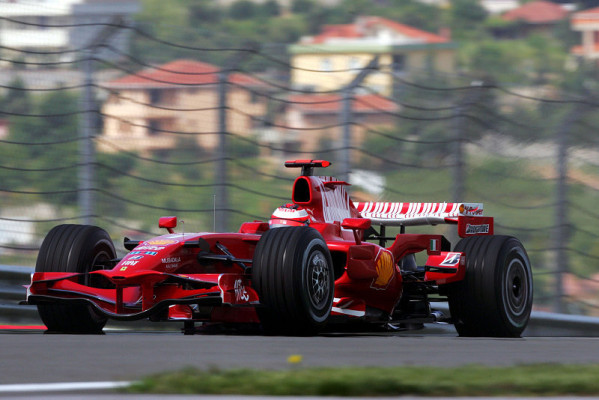Räikkönen knapp vor Hamilton: Rot gegen Silber