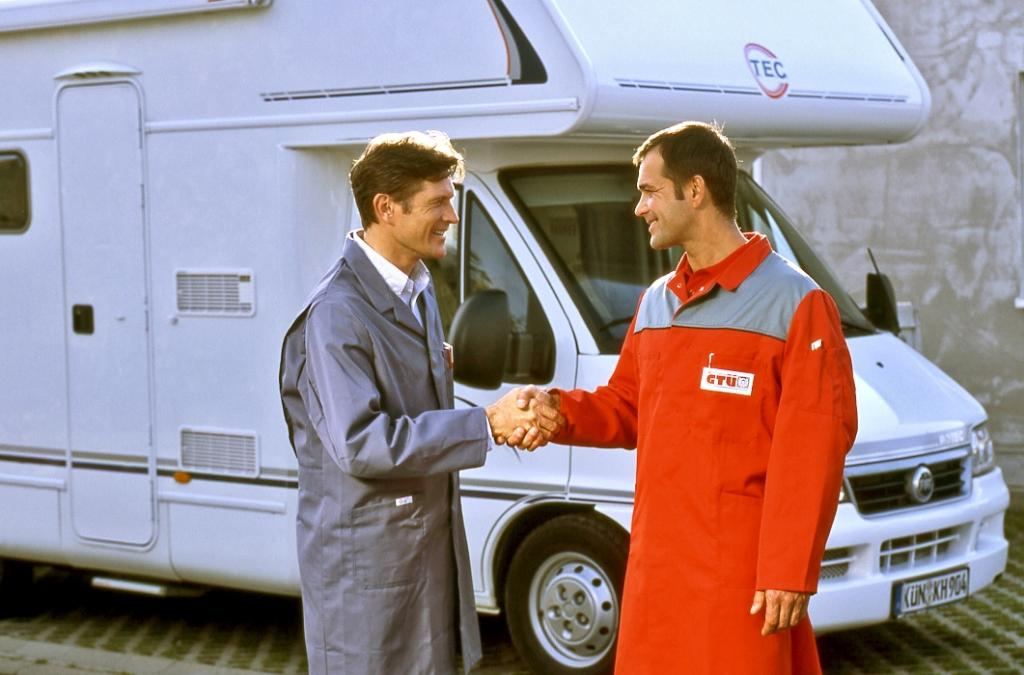 Service: Urlaubsfahrt mit Reisemobil und Caravan