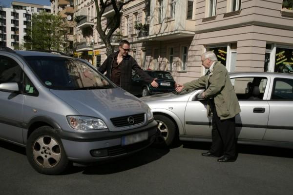 Vorsicht vor provozierten Autounfällen