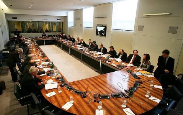 Die Entscheidungen des World Motor Sport Council: Die Leitung der Formel 1, Gelder und Nachwuchsserien