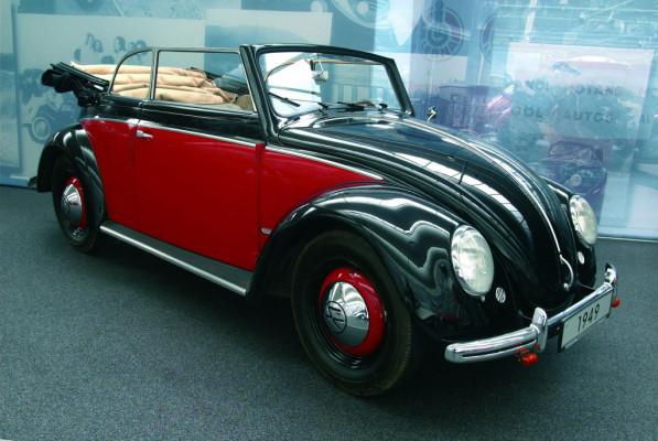 Drei Volkswagen Käfer rollen aus Slowenien an