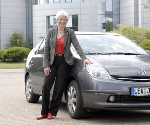 Heide Ecker-Rosendahl fährt Toyota Prius