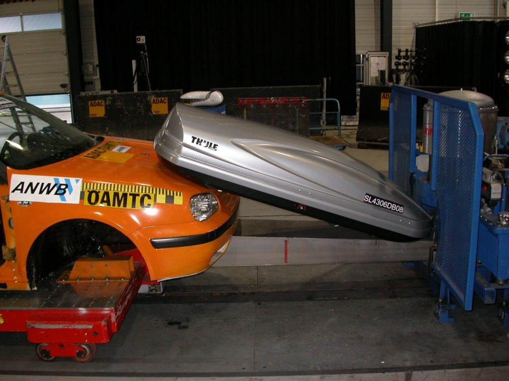 Hersteller fordert strengere Sicherheitsnormen für Dachboxen