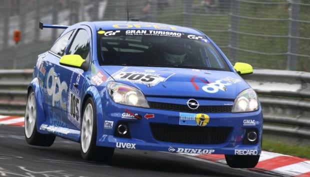 Opel OPC Race Camp-Teilnehmer erlebten ihre Feuertaufe