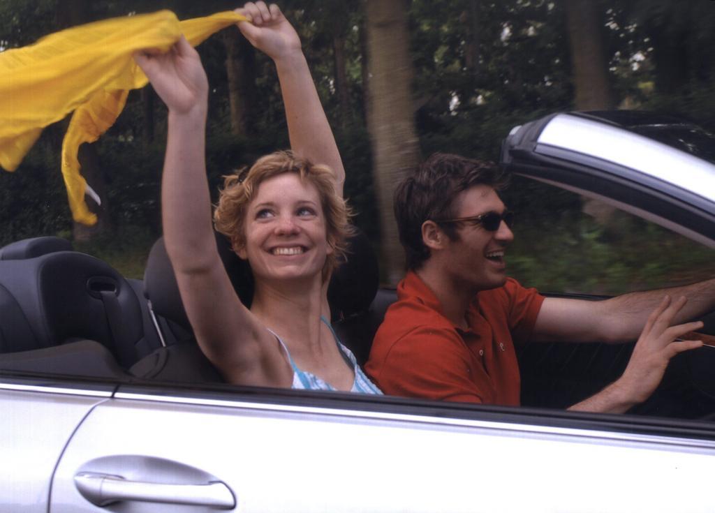 Ratgeber: Sonnenschutz bei der Cabrio-Fahrt