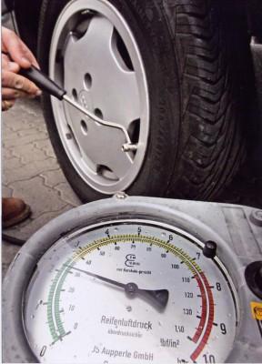Reifendruckkontrolle spart Millionen Tonnen CO2