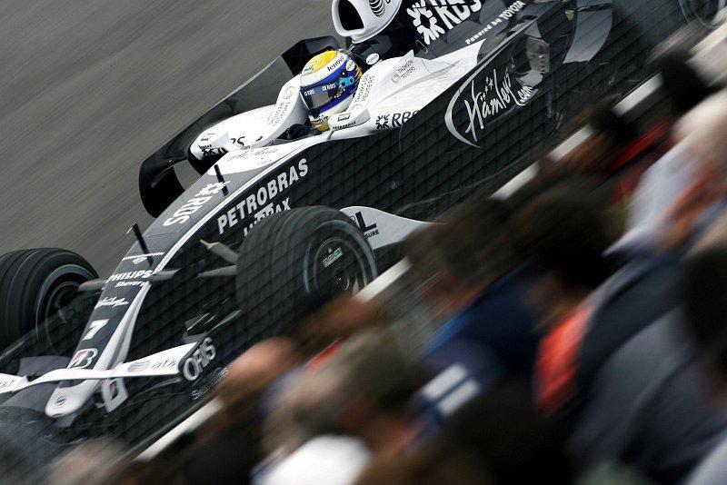 Rosberg schlägt Räikkönen im 3. Training: Mauerküsse in Montreal
