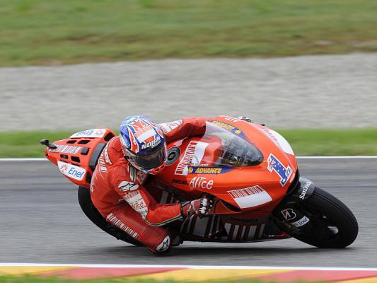 Stoner bestimmt erstes Donington-Training: Rossi und Pedrosa noch auf der Suche