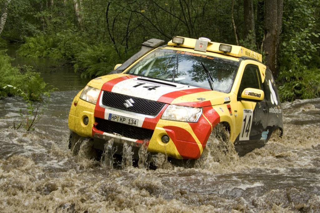 Suzuki nimmt mit zwei Grand Vitara an der Transsyberia-Rallye teil
