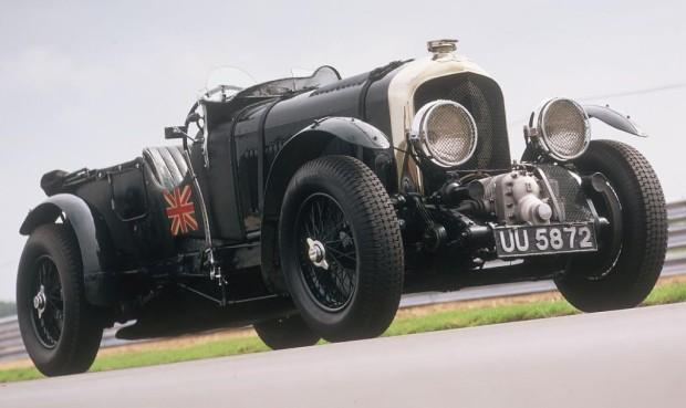 """Volkswagen mit 40 historischen Fahrzeugen bei der """"Althoff Classics"""""""