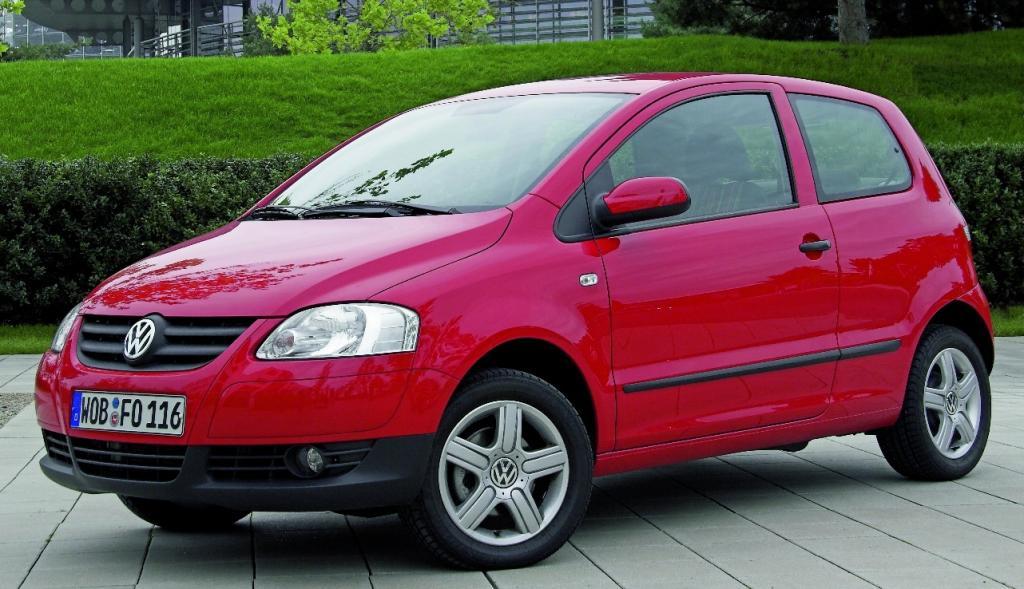 Volkswagen unterstützt Stefan Raabs Autoball-EM mit 16 Fox