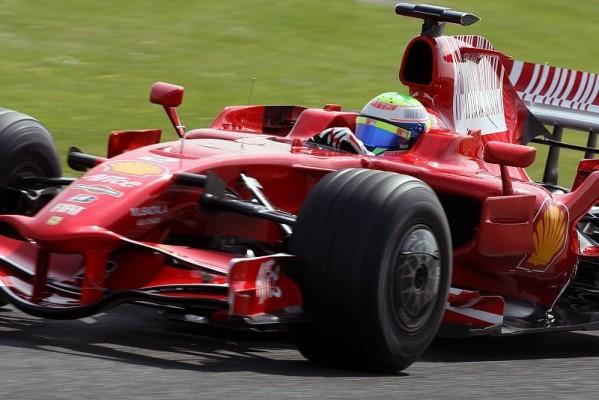 1. Training: Massa mit Unfall und Bestzeit