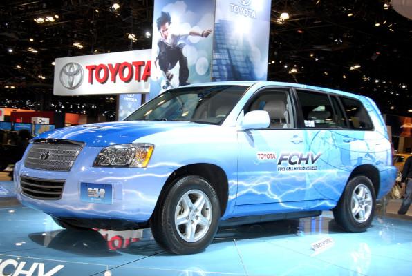 Hybrid-Toyota für Fachhochschule