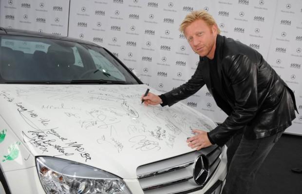 Mercedes-Benz übergibt handsignierten C 350