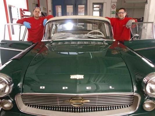 Neue Frontscheiben für alte Autos
