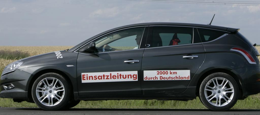 Oldtimer fahren quer durch Deutschland