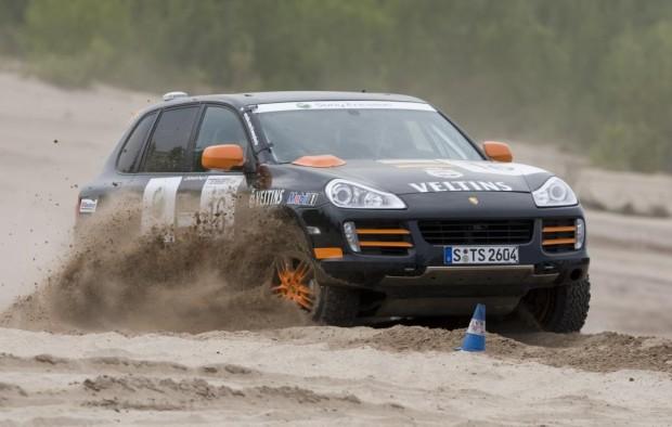Porsche Cayenne S Transsyberia startet als erstes Fahrzeug