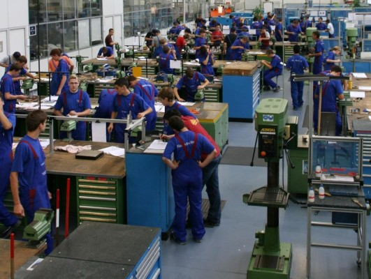 188 neue Auszubildende im Mercedes-Benz-Werk Wörth