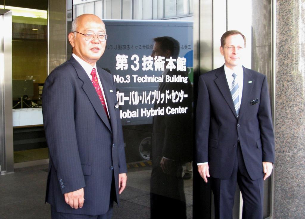 Daimler eröffnet Global Hybrid Center bei Mitsubishi Fuso
