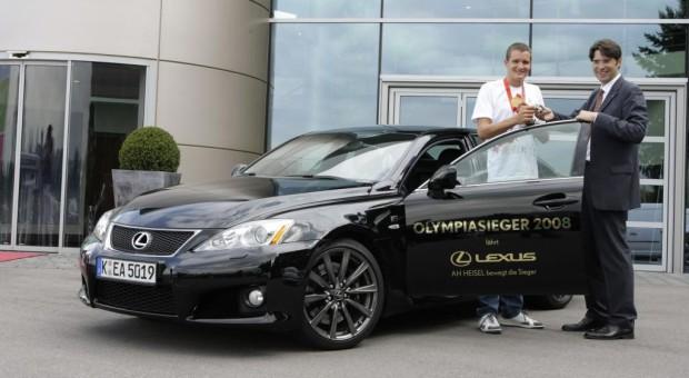 Olympiasieger Jan Frodeno fährt jetzt Lexus IS F