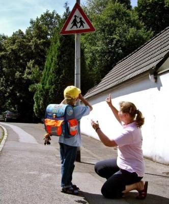 Service: Eltern und Autofahrer können beim sicheren Schulweg helfen