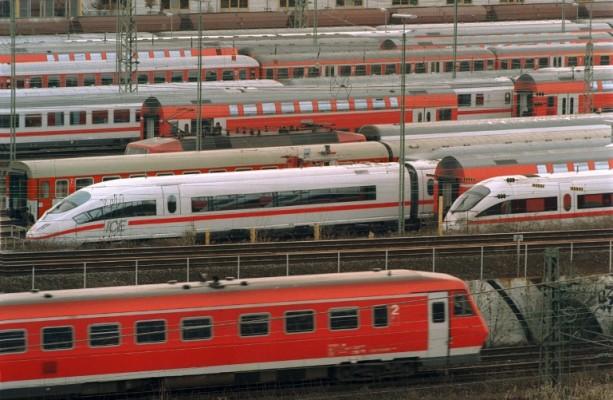 Unzufriedenheit bei Bahn überwiegt hohe Spritkosten